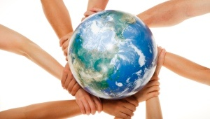 Hands_holding_globe_300_170